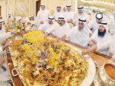 """شاهد.. """"وليمة عشاء ضخمة"""" في الكويت بمناسبة خروج """"خالد العازمي"""" قاتل الكاتبة هداية السلطان قبل 20 عامًا"""