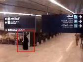 """مريضة ولا تستطيع المشي.. مواطن يكشف تفاصيل نجاة والدته الستينية التي ظهرت في فيديو استهداف """"مطار أبها"""""""