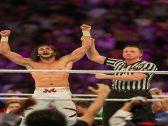 """شاهد : المصارع السعودي """"منصور الشهيل"""" يفوز بأكبر نزال باتل رويال في تاريخ «WWE»"""
