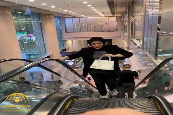 بالفيديو .. زوج سارة الودعاني يضعها في موقف محرج بسبب وزنها الزائد