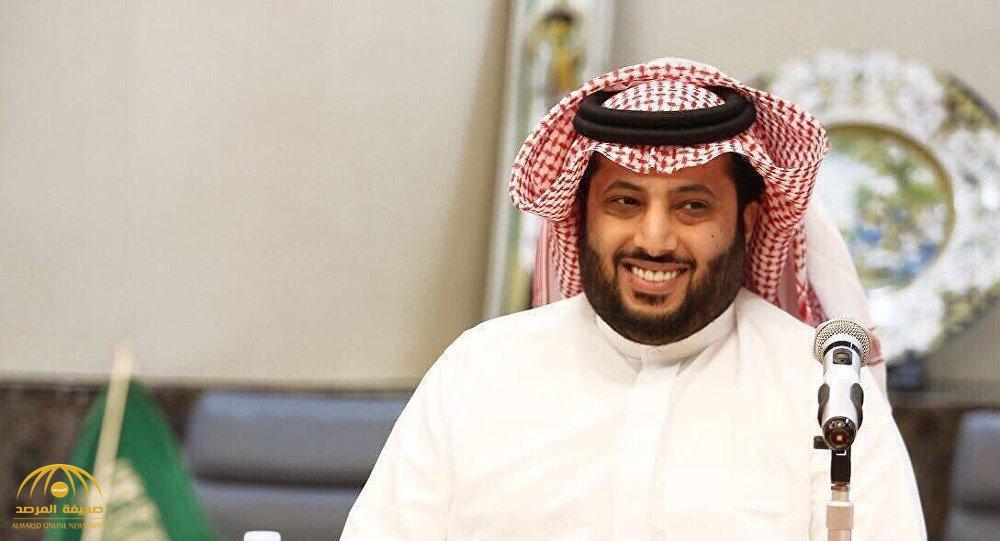بعد ظهوره بالثوب الأبيض.. هكذا علق تركي آل الشيخ على وجود محمد حماقي بالمملكة