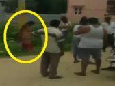 """لسبب صادم.. شاهد: هنود يقيدون امرأة في عامود ويضربونها بـ""""الأحذية والعصي"""""""