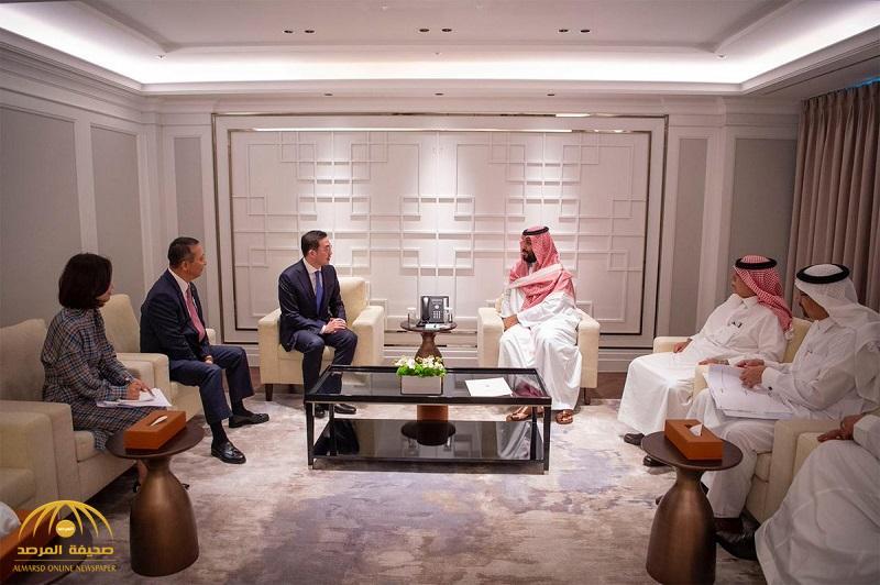 """بالصور .. ولي العهد يلتقي رئيس شركة هيونداي ورؤساء مجموعتي """"إل جي"""" و """" إس كي"""""""