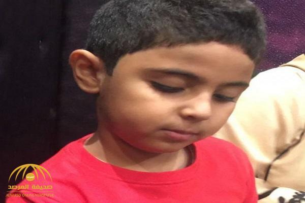 بعد اختفائه منذ أمس بالحمدانية .. العثور على الطفل المفقود مشاري السقاف على هذه الحالة