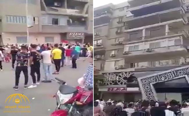 شاهد .. خليجي يرمي أموال من شقته في مصر على المارة وتدافع للحصول عليها