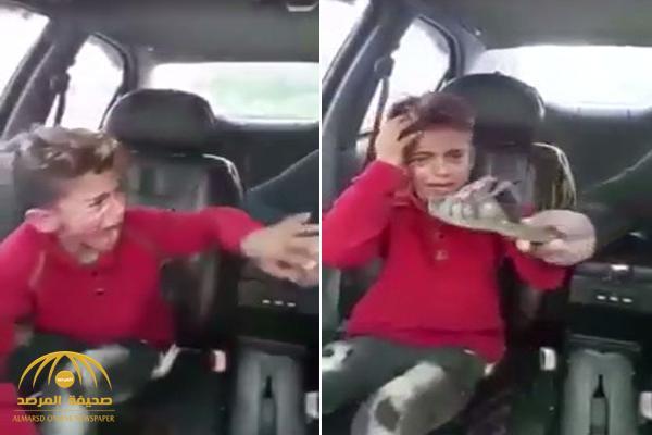 شاهد : فيديو لضرب طفل بحذاء على وجهه في الأردن يثير ضجة .. ومفاجأة حول هوية المعتدي