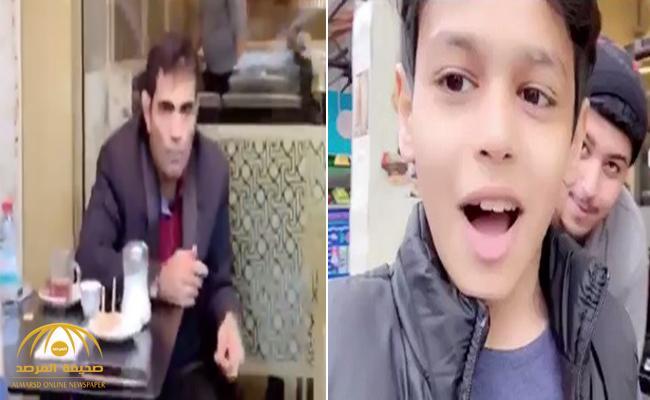 شاهد ردة فعل طفل كويتي صادف المنشق السعودي غانم الدوسري في مقهى بلندن