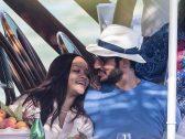 """شاهد بالصور  : """" حسن جميل """" مع عشيقته الفنانة الأمريكية  """"ريهانا"""" تداعبه أثناء نزهة بحرية في إيطاليا"""