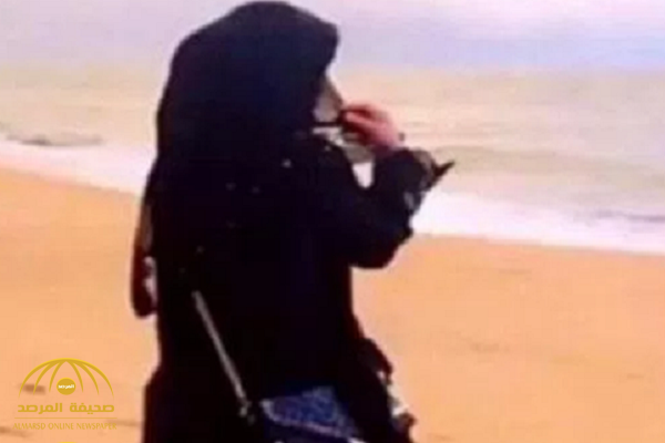 كاتبة سعودية: ها أنا أمد لكم لساني.. وهذه أغرب طرق إلقاء التحية بين النساء والرجال!