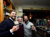 بالصور : نجلا ترامب يقضيان ليلة صاخبة في حانة بإيرلندا .. ويتهربان من دفع الفاتورة!