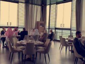 شاهد بالفيديو والصور: ولي العهد ووزير الخارجية الأمريكي يتناولان الغداء في أحد المطاعم على كورنيش جدة