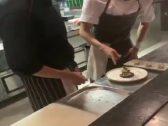 تركي آل الشيخ يعلق على مقطع فيديو لمواطن ذهب ليتعلم الطبخ من آسيوي في مطعم بجدة!