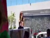 """حملوها على الأعناق وزفوها بالطبول.. شاهد كيف استقبلت """"ميريام فارس"""" في المغرب!"""