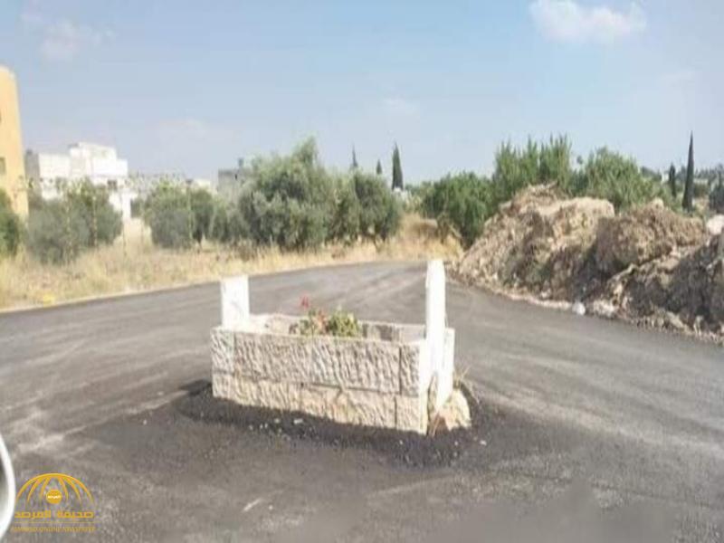 تصرف غريب.. شاهد: تحويل قبر في الأردن إلى دوار في منتصف شارع عام!