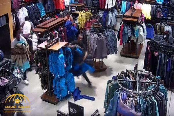 شاهد .. أغرب وأسرع سرقة ملابس فى أمريكا  بقيمة 30 ألف دولار!