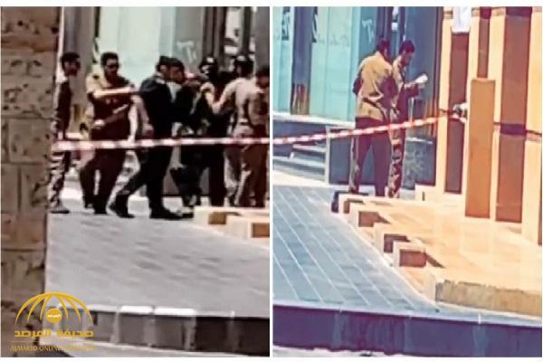 شاهد : تواجد أمني كثيف بعد الاشتباه بوجود قنبلة داخل حقيبة بالقرب من شركة العمودي للصرافة وسط جدة