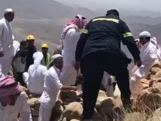 """""""الوصول للمكان لم يكن سهلا"""".. هكذا عثرت الجهات الأمنية على مفقود الطائف.. وهذا ما حدث لمركبته أعلى الجبل!- صور"""