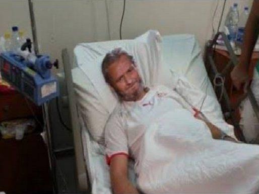 """تدهور حالة الفنان """"فاروق الفيشاوي"""" الصحية.. ونقله إلى المستشفى ..وابنه: حالته حرجة!"""