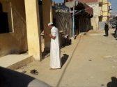 بعد عامين من وفاتها .. مصري ينبش قبر والدته ويُخرج جثمانها .. والسبب مفاجئ- صور