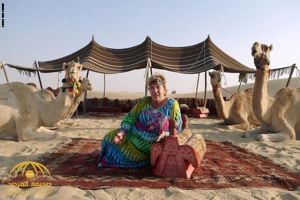 شاهد: ألمانية تعيش في صحراء الإمارات منذ 30 عامًا.. ومفاجأة بشأن ما تفعله