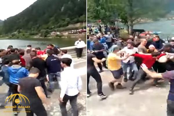 شاهد : أتراك يعتدون على سياح من العراق بمدينة طرابزون التركية
