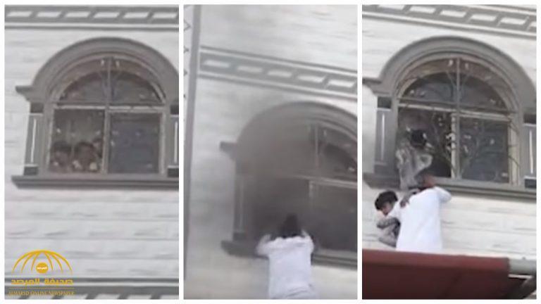 بالفيديو.. شابان سعوديان يتسلقان مبنى يحترق لإنقاذ أطفال من النيران بحي الخضراء في مكة