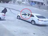 شرطة الرياض تصدر بياناً بشأن اعتداء سائق على امرأة في الشارع وسلب حقيبتها بالقوة  … وتكشف عن جنسيته