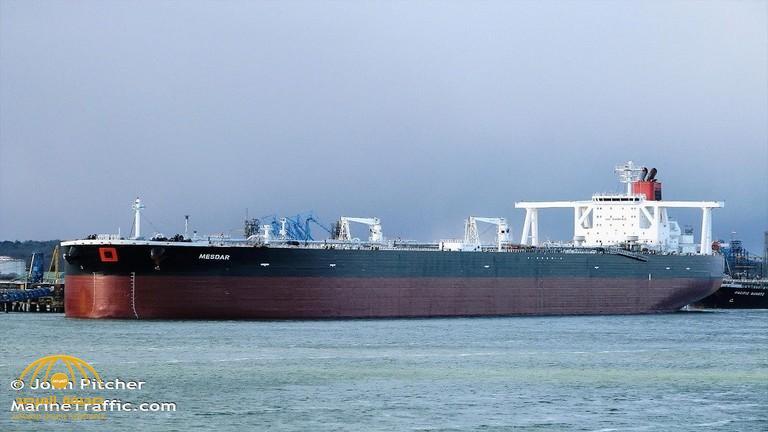 إيران تواصل العربدة في مياه الخليج وتجبر ناقلة نفط جزائرية على التوجه إلى مياهها الإقليمية