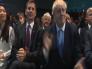 شاهد.. تصفيق رئيس وزراء بريطانيا الجديد لحظة إعلان فوزه يثير السخرية على مواقع التواصل  !