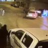"""شاهد :  معركة """" شعواء"""" بين عدة أشخاص  باستخدام  السيارات في أحد أحياء المملكة"""