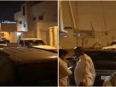 """شاهد: ردة فعل سائق جيب """"شاص"""" بعد نقاش حاد وتلقيه صفعة قوية من شخص آخر أمام منزله!"""