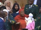 شاهد.. نائبة دخلت البرلمان برضيعها فحدث ما لا يحمد عقباه!