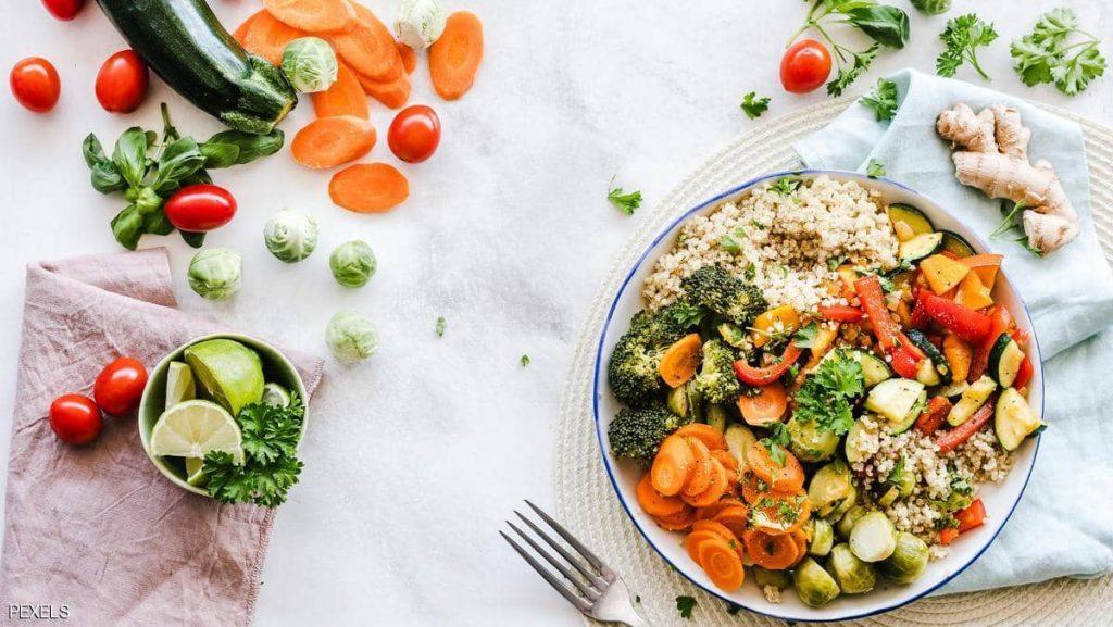 «توجد على كل مائدة».. أطعمة بسيطة تُطيل العمر وتقاوم السرطان !