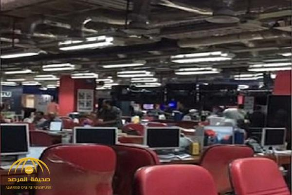 شاهد .. هلع وهروب موظفي التلفزيون في إندونيسيا!