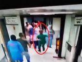 شاهد : مطاردة طبيب سوري والاعتداء عليه داخل مستشفى بدمشق