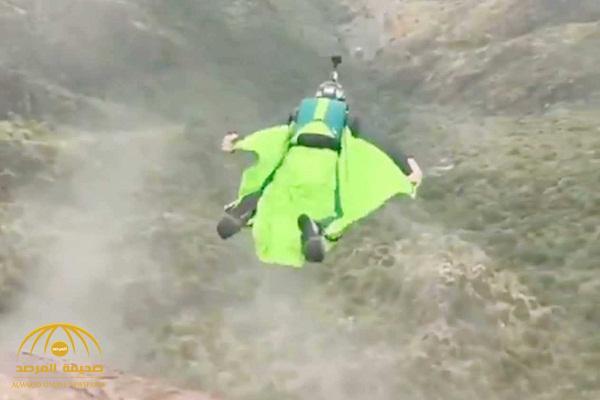 """كشف جنسية وملابسات وفاة """" مغامر""""  أثناء ممارسته الطيران المجنح في عسير"""