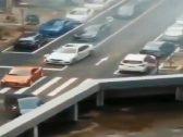 شاهد .. فيديو لسيارات ودراجات نارية تختفي في شارع رئيسي يشعل تويتر