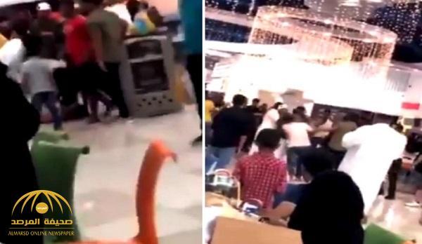 """بيان من شرطة مكة يكشف تفاصيل فيديو مشاجرة """"السلام مول"""" .. والقبض على 8 أشخاص"""