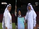 شاهد..ردة فعل حاجة إندونيسية لحظة فوزها بجائزة في مباراة الوحدة والاتفاق