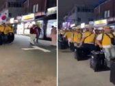 """بالفيديو .. مشهد مهيب لحجاج كوريا الجنوبية في طريقهم لمكة مرددين """"لبيك اللهم لبيك"""""""