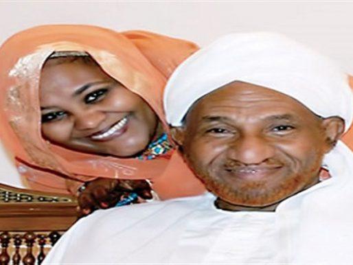 """شاهد .. صورة لابنة """"الصادق المهدي"""" تثير الجدل في السودان !"""