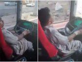 إلقاء القبض على سائق حافلة ظهر في فيديو خلال قيادته بصورة غير طبيعية