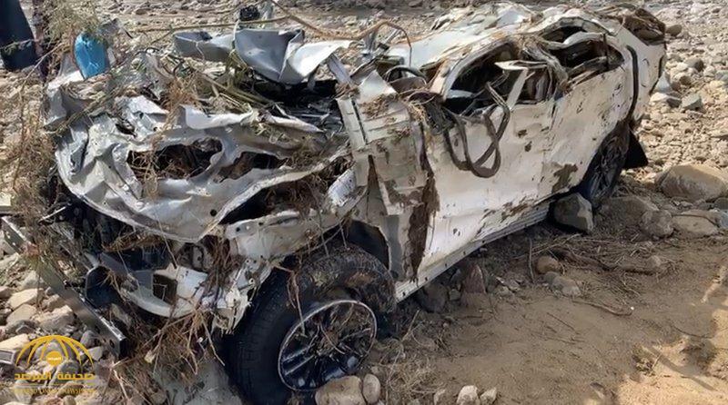 مستحيل أن يخرج منها أحد حيا … شاهد سيارة الأسرة المفقودة التي جرفتها مياة الأمطار بوادي مسلة