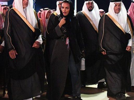 نيابة عن الملك سلمان.. بالصور: الأمير خالد الفيصل يرعى حفل سوق عكاظ