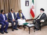 """وفدٌ حوثي في إيران يُشبه المرشد خامنئي بـ""""النبي"""" ويُسلمه رسالة من زعيم الميليشيا!"""