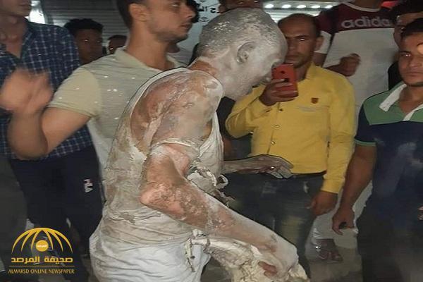 شاهد : مصري يشعل النيران في نفسه وسط الشارع بسبب غريب!