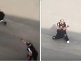 شاهد.. مشاجرة بين شخصين  على  طريق عام بالمملكة وأحدهما  يطلق النار على الآخر !