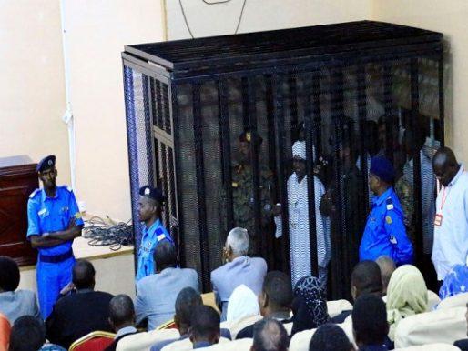 """سياسي سوداني: محاكمة البشير """"هزلية"""""""