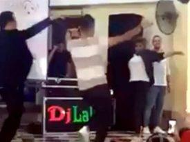شاهد .. معلم مصري يتحدى طلابه بوصلة رقص وإحدى الطالبات تشاركه برقصة مثيرة