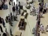 شاهد: لحظة تشييع 58 جنازة بالمسجد الحرام!